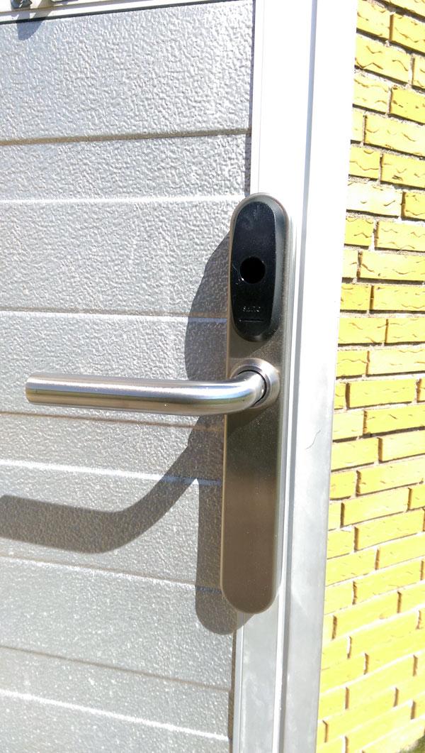 Sikret dør til personlig nøglebrik