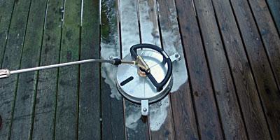 Professionel rengøring, rensning og algefjerner af træterrasser mv.